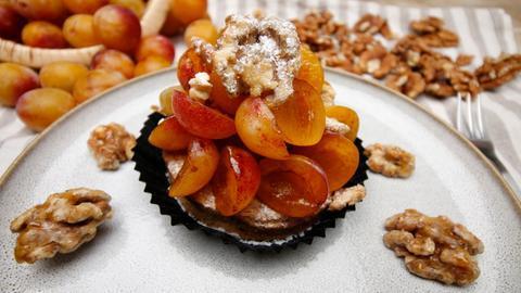 Walnuss-Mirabellen-Desserttörtchen